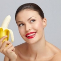 Чи можна їсти банани годує мамі?
