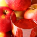Чи можна яблука годує мамі?